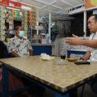 Rakesh pemilik Warkop DKI yang sempat viral diberi edukasi oleh Wakil Walikota Medan Aulia Rachman di Warkop miliknya.